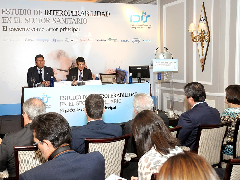 Fernando Mugarza moderó el debate posterior a la jornada