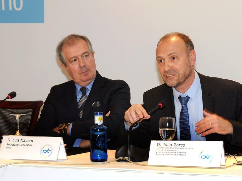 Luis Mayero, secretario general de IDIS, y Julio Zarco, Director General de Atención al Ciudadano y Humanización de la Asistencia Sanitaria