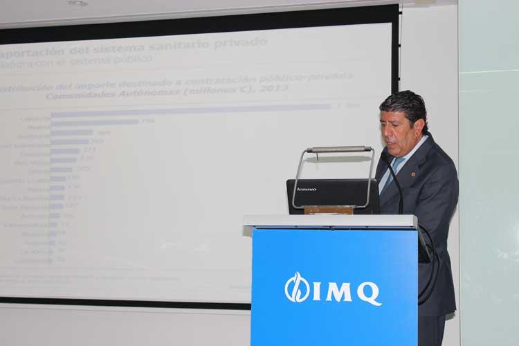 Manuel Vilches (Director General IDIS) explicando los principales resultados para España del Análisis de Situación de la Sanidad Privada y el Barómetro.