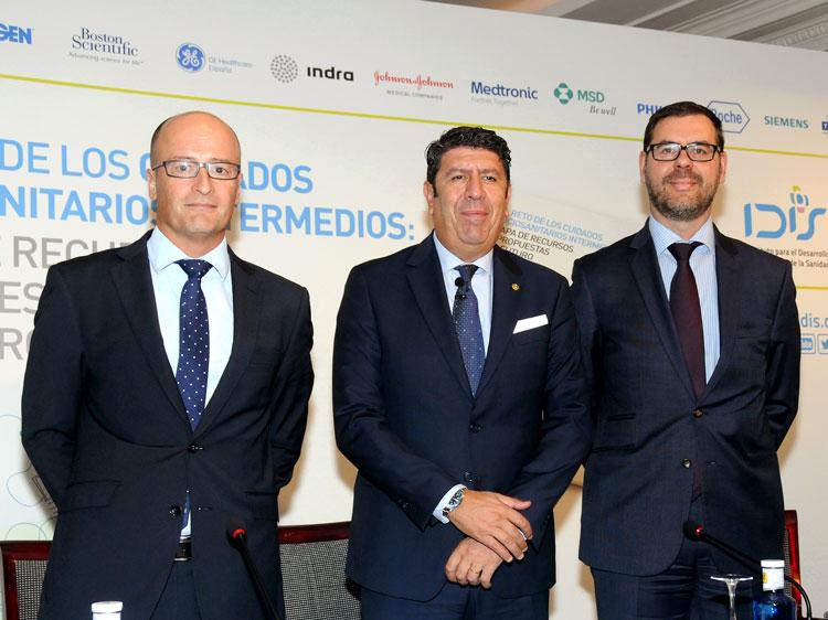 Mesa de ponentes: Ramón Berra, Manuel Vilches y Joan Barrubés