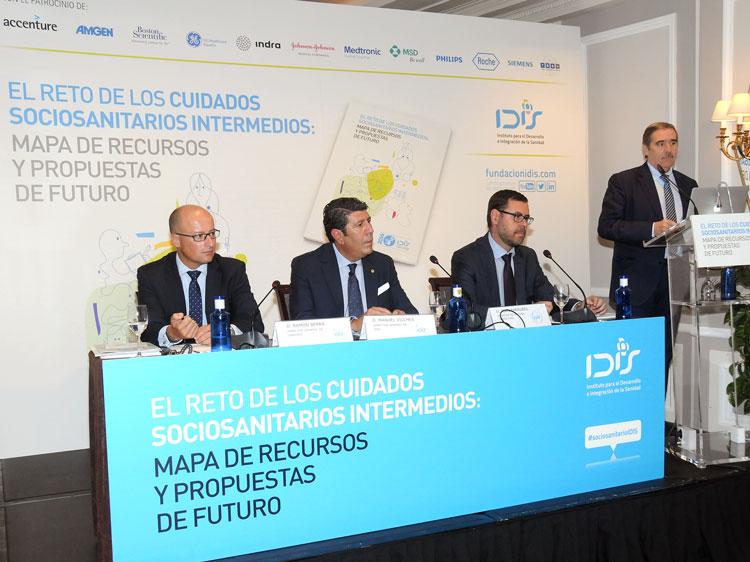 Fernando Mugarza moderando el debate de la Jornada