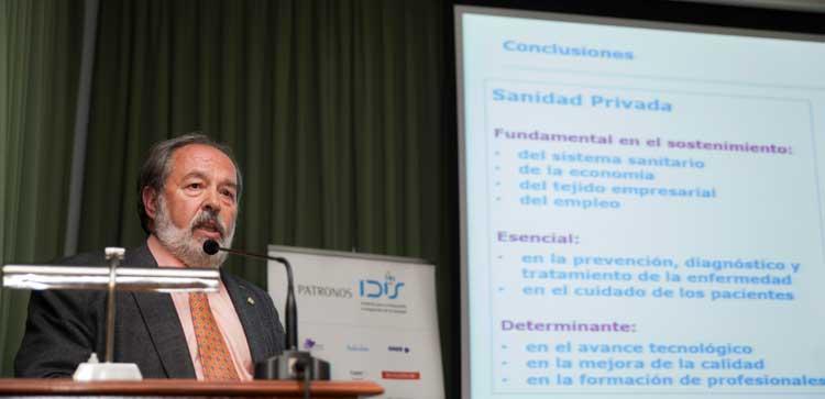 Alfonso Carmona explicando los principales resultados del informe Análisis de Situación 2016 en Andalucía