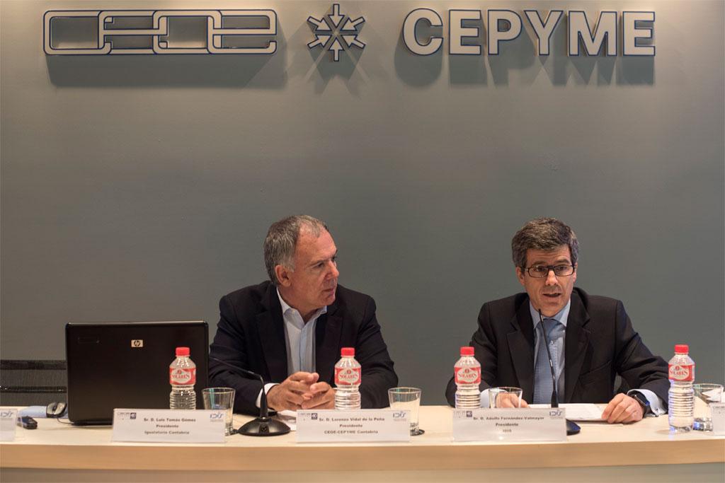 Lorenzo Vidal de la Peña y A. Fernández Valmayor durante la apertura del acto
