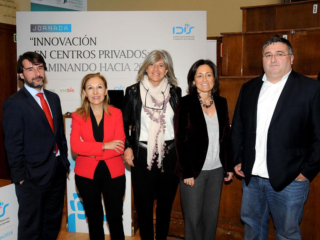 Componentes de la 1ª mesa: Cristóbal Belda (HM Hospitales) Carmen Ayuso (Fundación Jiménez Díaz), Estrella Soriano (Pfizer), Amelia Martín (Farmaindustria) y David Trigos (EUROPSO)