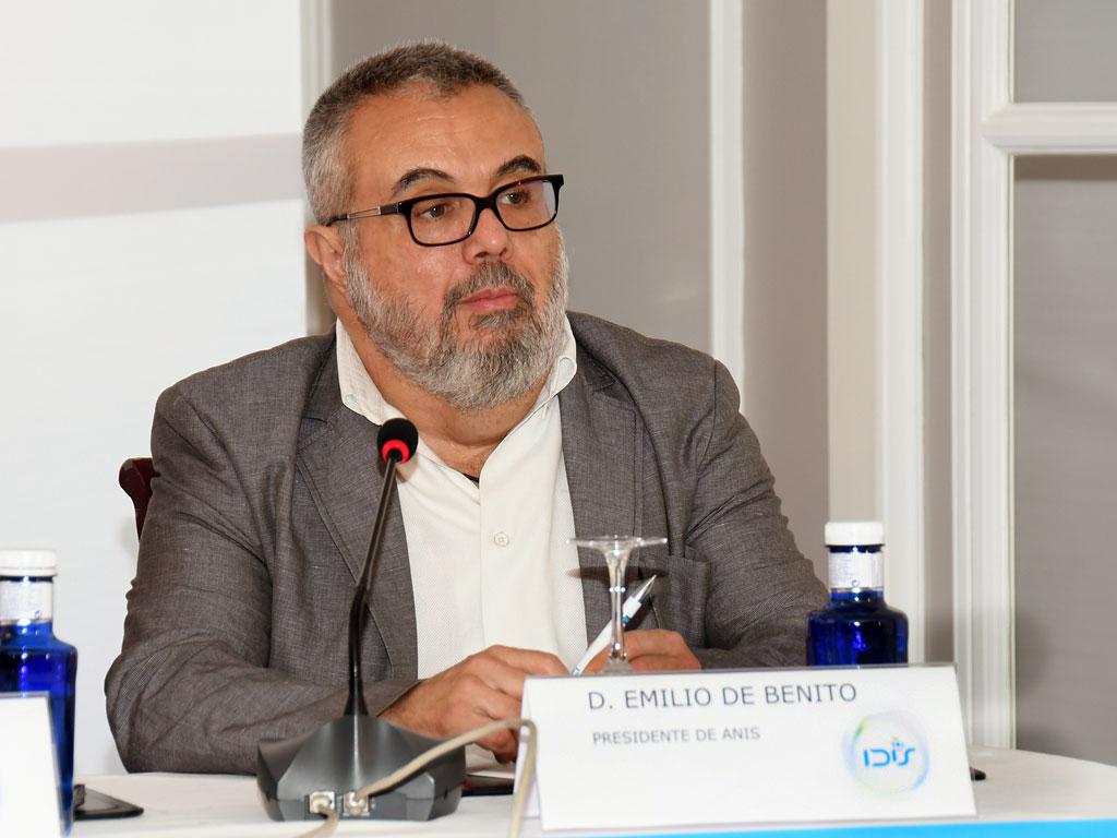 Emilio de Benito (ANIS) en la mesa inaugural
