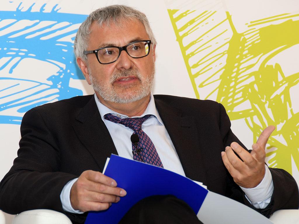 Javier Tovar (EFE Salud), moderador de la mesa redonda paciente informado, profesionales y medios de comunicación
