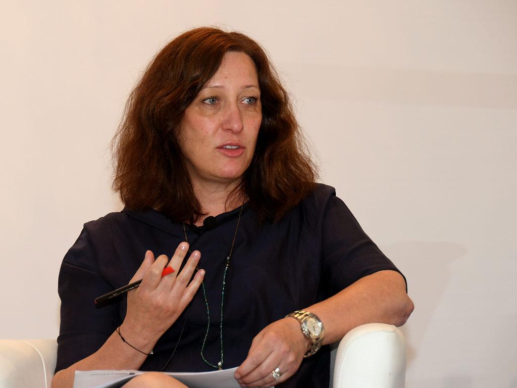Carmen Fernández (Diario Médico y Correo Farmacéutico) durante su intervención