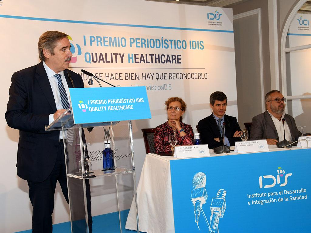 Fernando Mugarza (IDIS) presentando el acto de entrega del I Premio Periodístico IDIS
