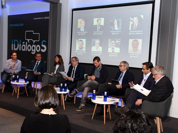 Debate moderado por Fernando Mugarza