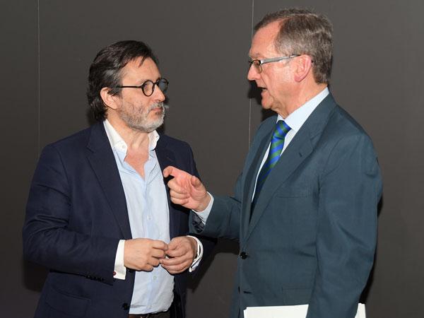 Julio Mayol y Jaime del Barrio en un momento previo al debate