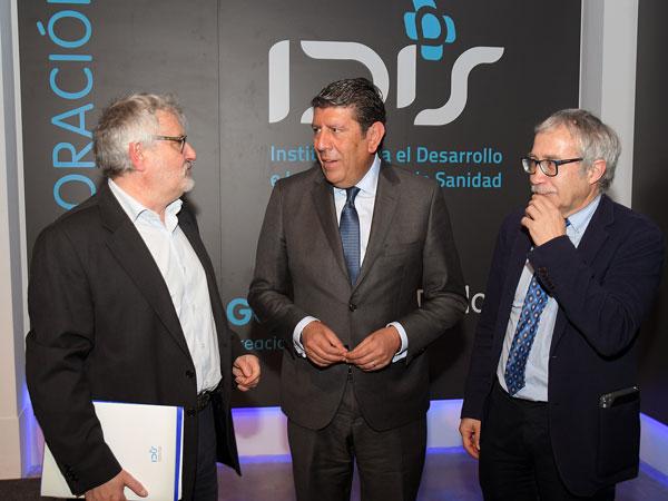 Manuel Vilches en el centro con Javier Tovar y Joan Carles March