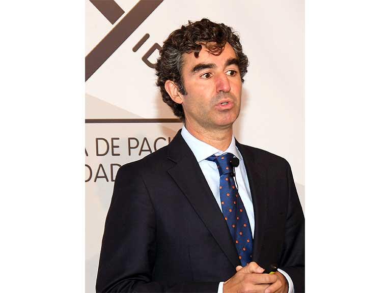 Alberto Córdoba (Lukkap) presentando el Estudio