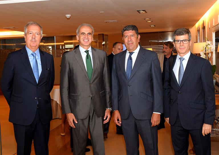 Luis Mayero (Idis), Enrique Ruiz Escudero (Consejero de Sanidad de la Comunidad de Madrid), Manuel Vilches (Idis) y Adolfo Fernández Valmayor (Idis).